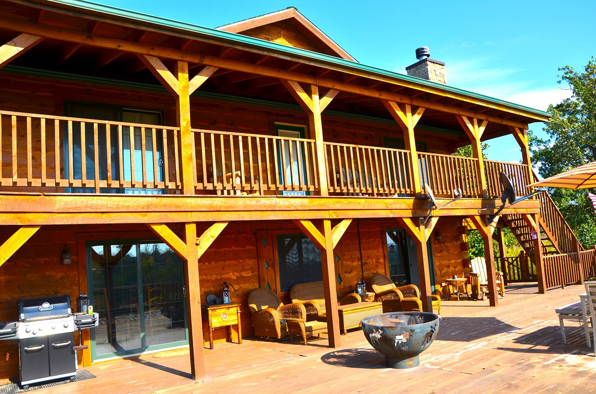 Moose Lodge 5 Bed Cabin with Hot Tub   Iowa Cabin Rentals