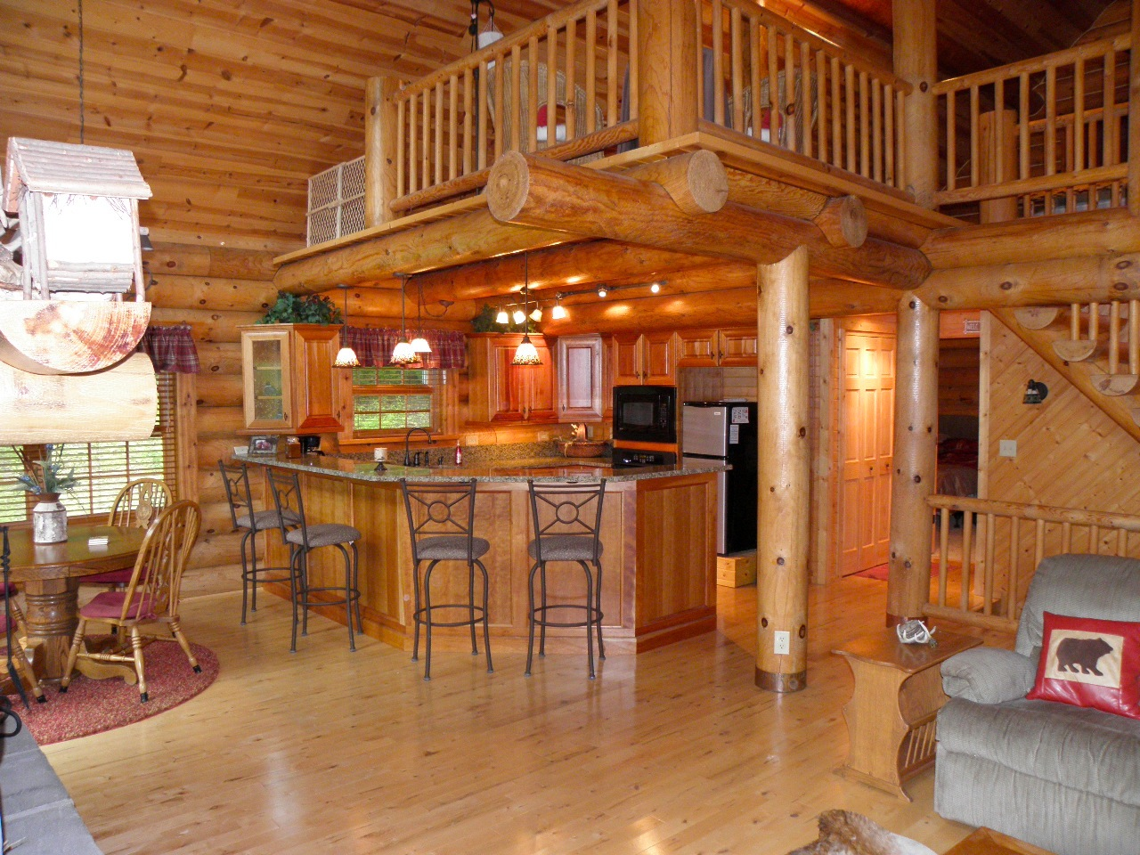 Paint creek lodge 5 bedroom log cabin with hot tub jacuzzi for Log cabin with loft